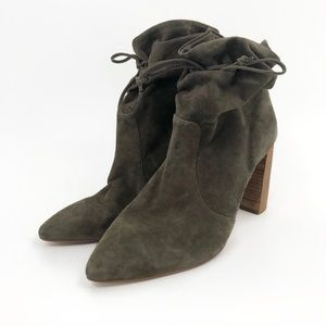 Tahari pointed toe booties 9.5